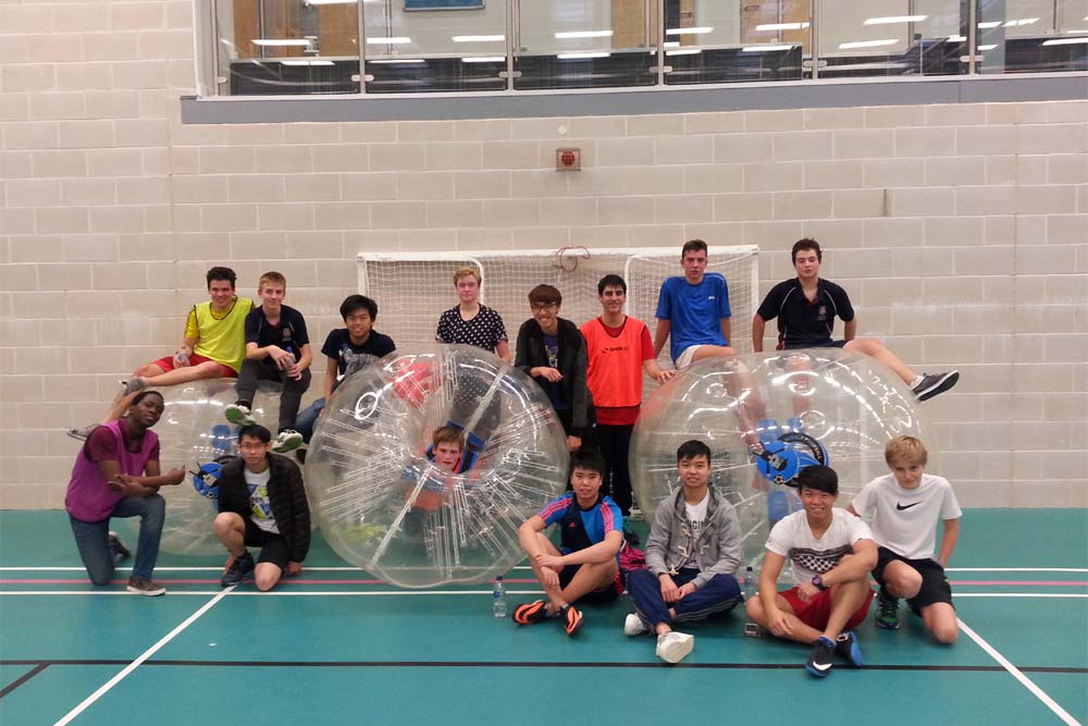 2.trennick-bubble-football