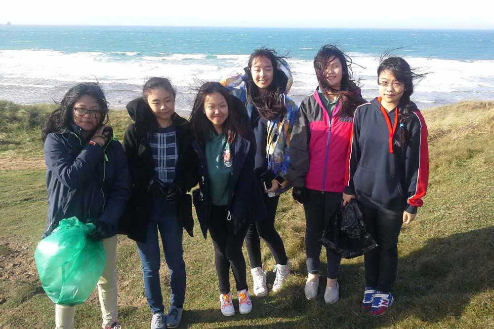 Poltisco Girls on the SAS Beach Clean